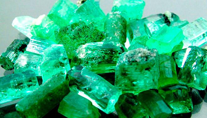 Камни зеленого цвета