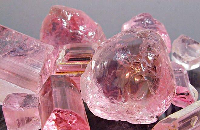 Камни розового цвета