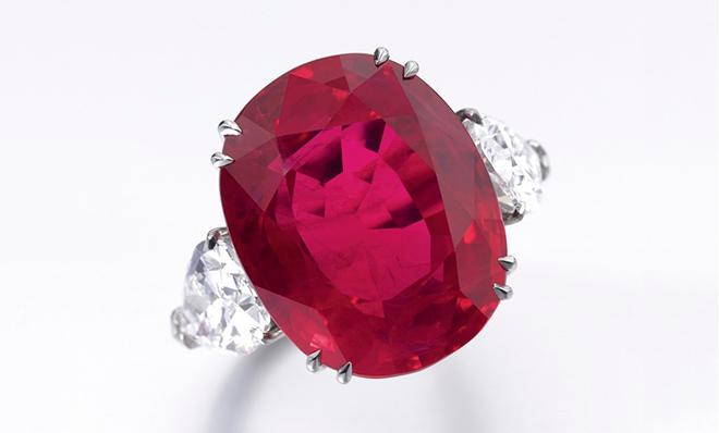 рубин в кольце с бриллиантами