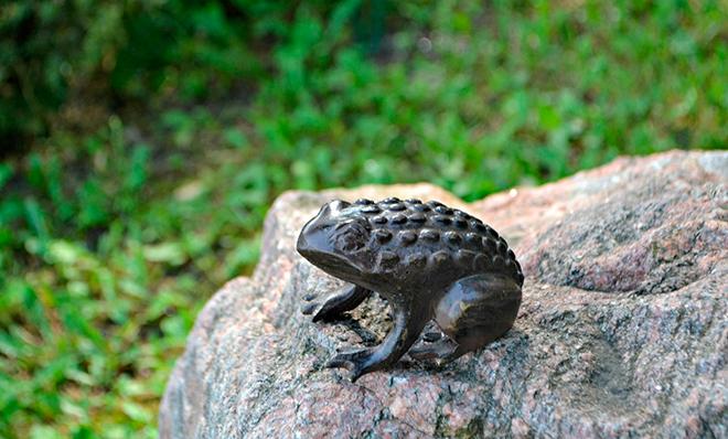 Лягушка из бронзы