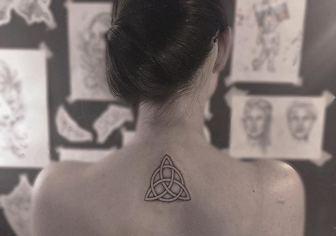 Изображение Трикветра в виде татуировки