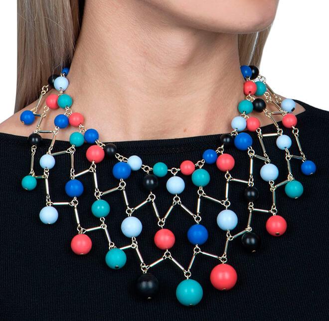 Ожерелье из разноцветных бусин