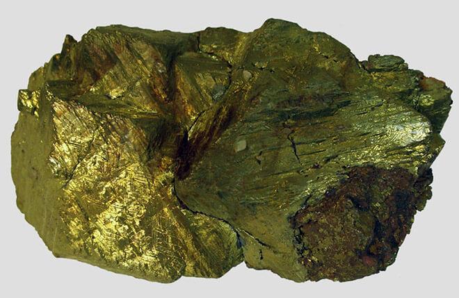 Камень халькопирит