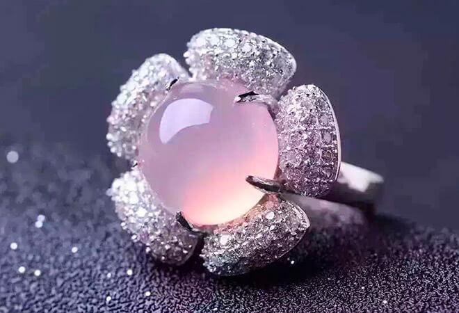 Серебряные украшения из розового халцедона