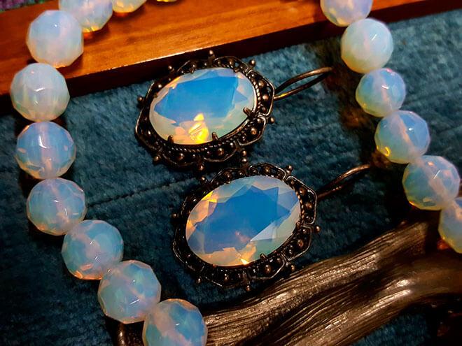 Камень адуляр: физические, магические и лечебные свойства, цена
