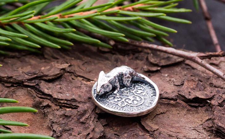 Как правильно носить денежную мышь в кошельке?