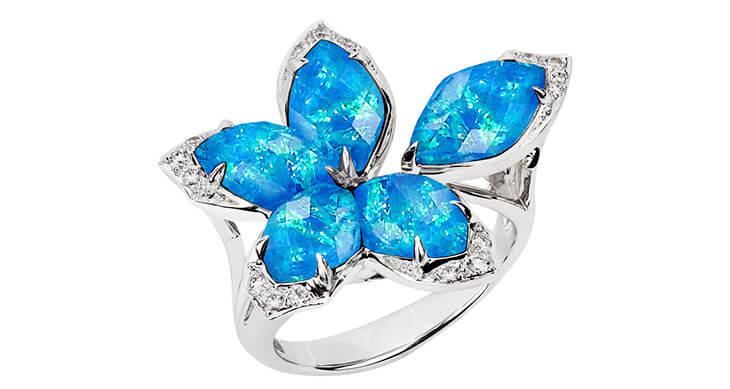 Голубой минерал в ювелирном мире: какие изделия бывают