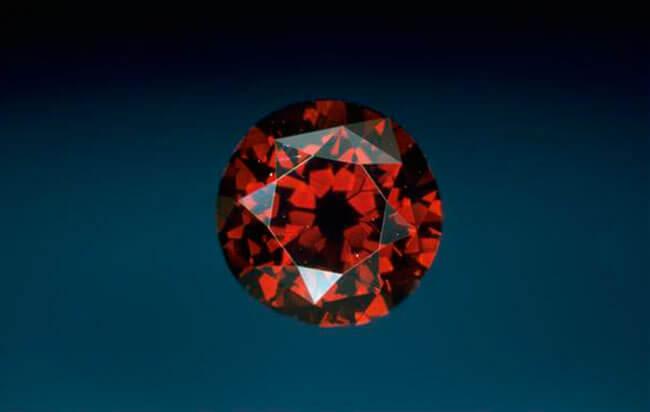 Красный бриллиант Де Янг (De Young Red)